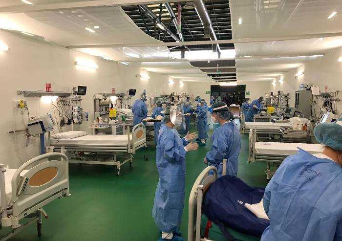 Covid, l'ospedale degli Alpini a Bergamo nuovamente in prima linea