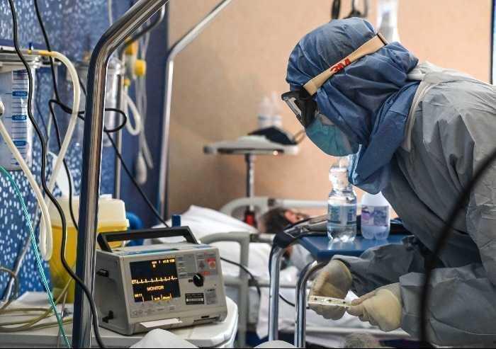 Covid in Emilia: oltre 1600 casi con 10mila tamponi, 17 morti