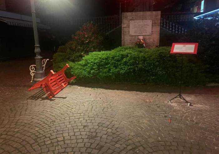 Pavullo, doppio atto vandalico ai danni della panchina rossa