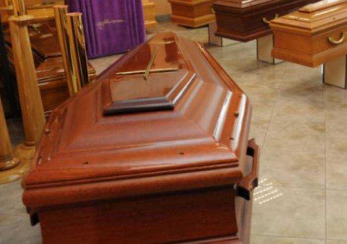 Racket dei funerali, raffica di condanne tra patteggiamenti e abbreviato