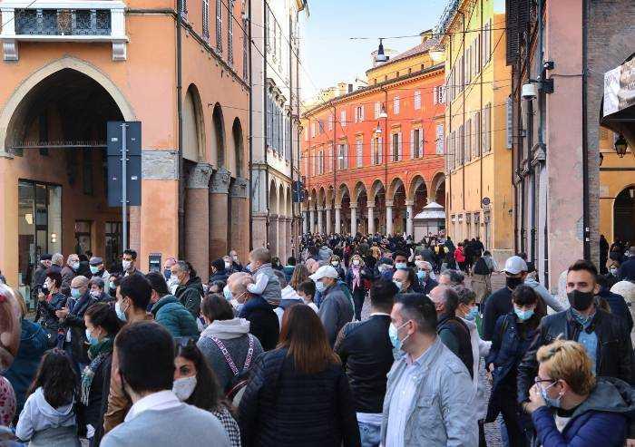 Modena, sindacati attaccano: 'Nei negozi calo attenzione anti-Covid'