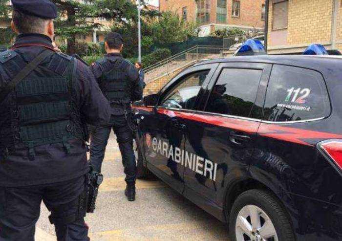 Palpeggia bambine in scuola primaria: arrestato insegnante di sostegno