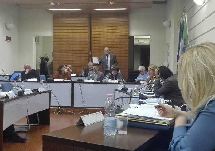 Covid a Pavullo, le minoranze chiedono un Consiglio comunale straordinario