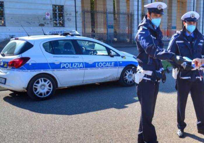Modena, spacciatore nigeriano aggredisce tre agenti: arrestato