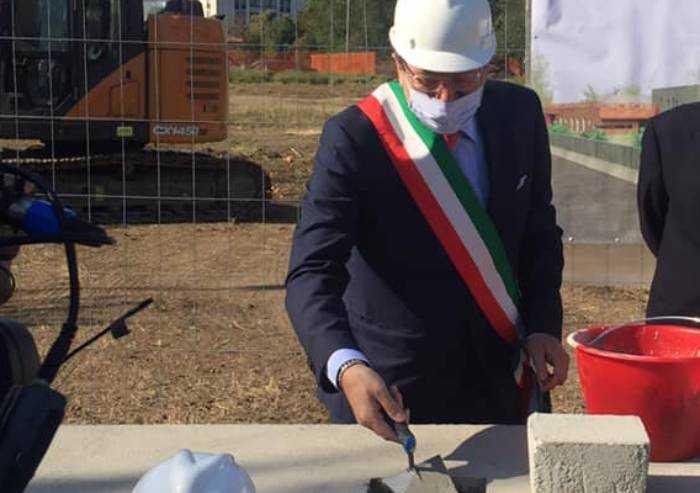 Covid, a Modena dati tragici: bisogna fermarsi, ma tutti parlano d'altro