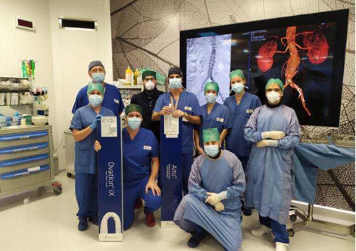 Chirurgia dell'aorta, a Baggiovara per la prima volta in Italia impiantata nuova endoprotesi