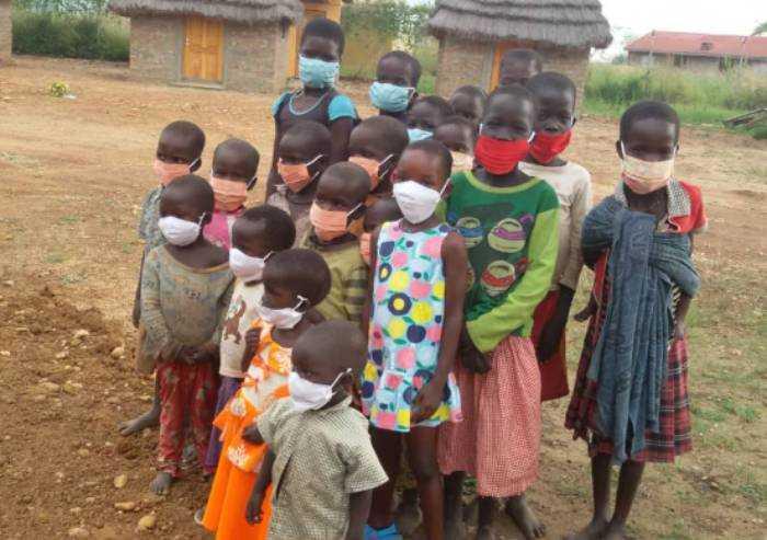 Ai bimbi dell'Uganda le mascherine realizzate dalle detenute reggiane