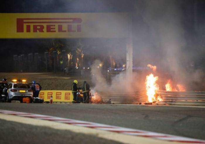 Hamilton vince anche in Bahrain. Ferrari decima e tredicesima