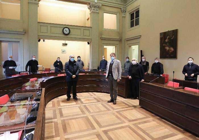 Modena, Muzzarelli ha incontrato i preti modenesi nell'aula Consiglio
