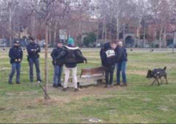Parco Novi Sad, 2 giovani carichi di hashish fermati, subito liberi