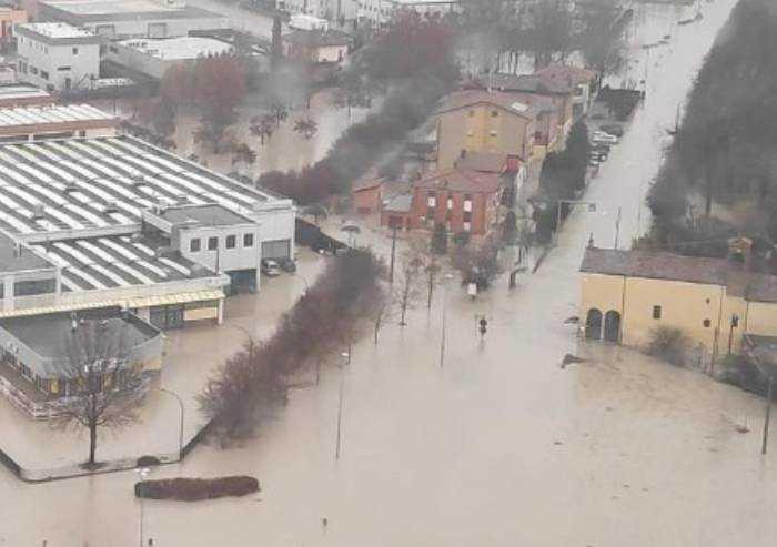 Alluvione, ancora famiglie isolate in casa senza telefono a Nonantola