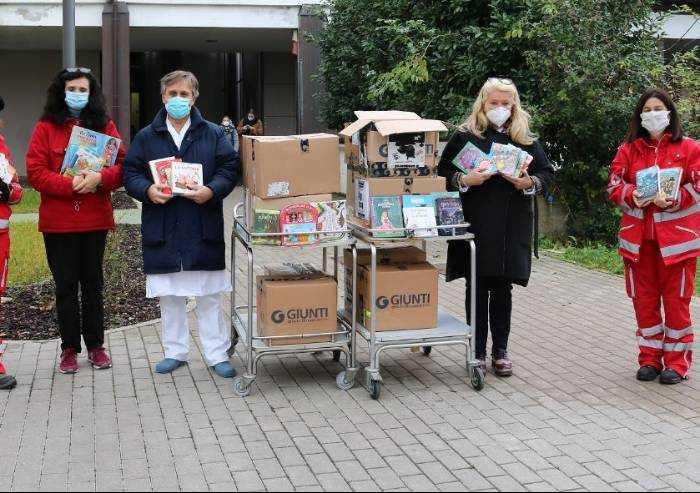 Modena, la Croce Rossa consegna 400 libri ai bambini del Policlinico
