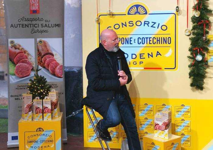 Bonaccini riappare a Modena per promuovere zampone e cotechino