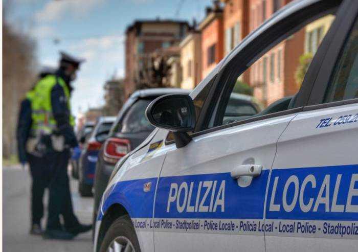 Fugge all'alt, maxi inseguimento tra Modena e Sassuolo. Arrestato 29enne
