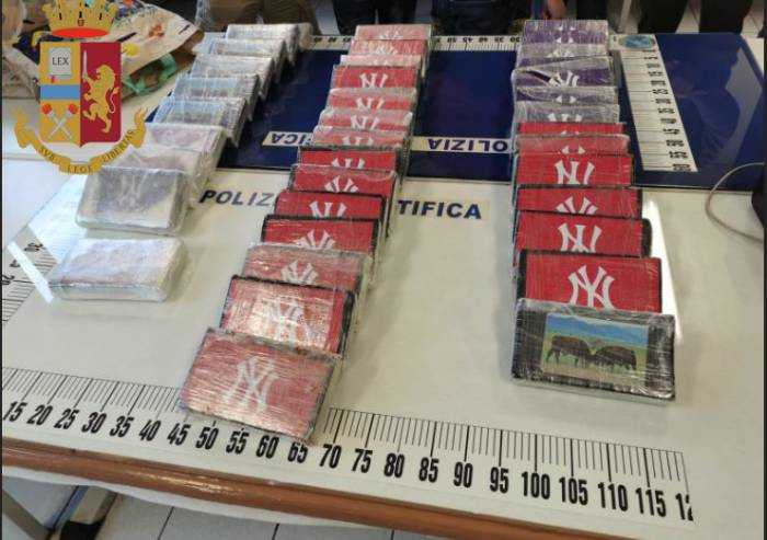Viaggiava con 43 chili di cocaina nel tir: fermato camionista albanese