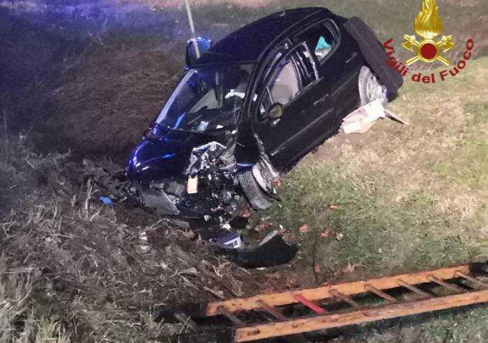 Soliera: auto esce di strada, due feriti