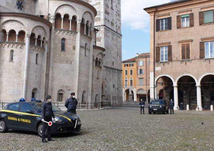 Modena, oltre 800 controlli anti-Covid dalla Finanza: 20 multe