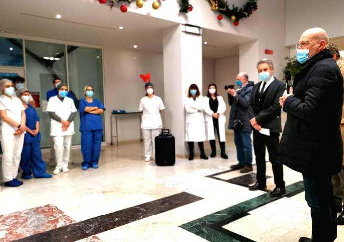 Natale, Bonaccini visita il Policlinico e l'ospedale di Sassuolo