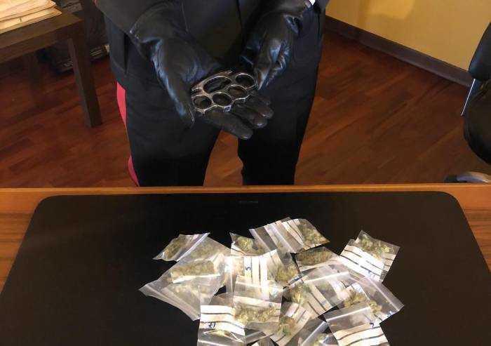 Carpi: In giro senza motivo con droga e tirapugni