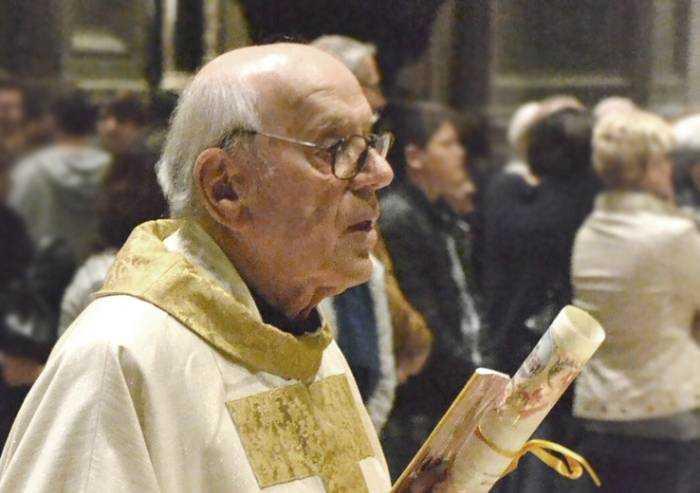 Carpi, è morto don Caleffi. Aveva 86 anni, era stato colpito dal Covid
