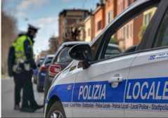 Modena, dopo lieve incidente prende a pugni automobilista
