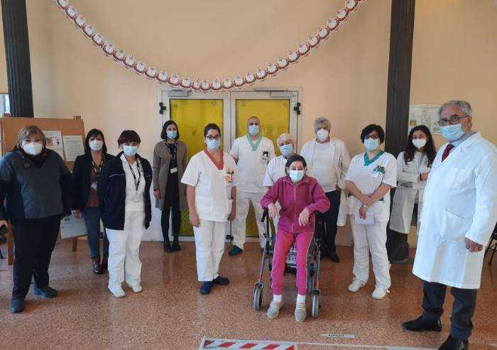 Vaccinati i primi ospiti e il personale di due Cra di Modena