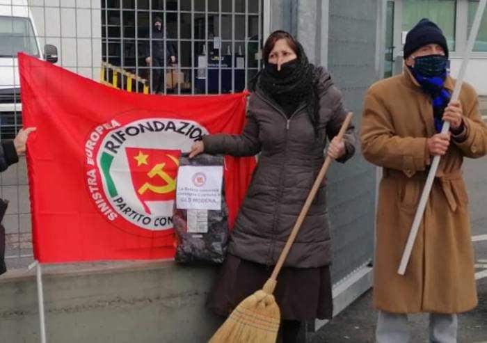 Modena, la Befana comunista ha portato il carbone alla Gls
