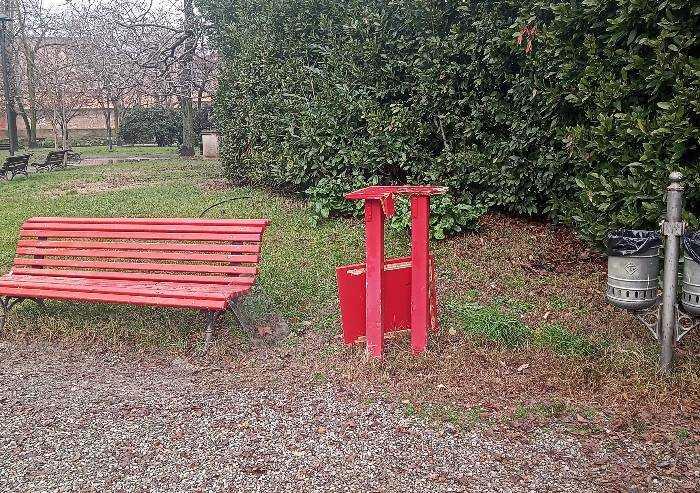 Parco Ducale Modena, vandalizzata la teca dei libri