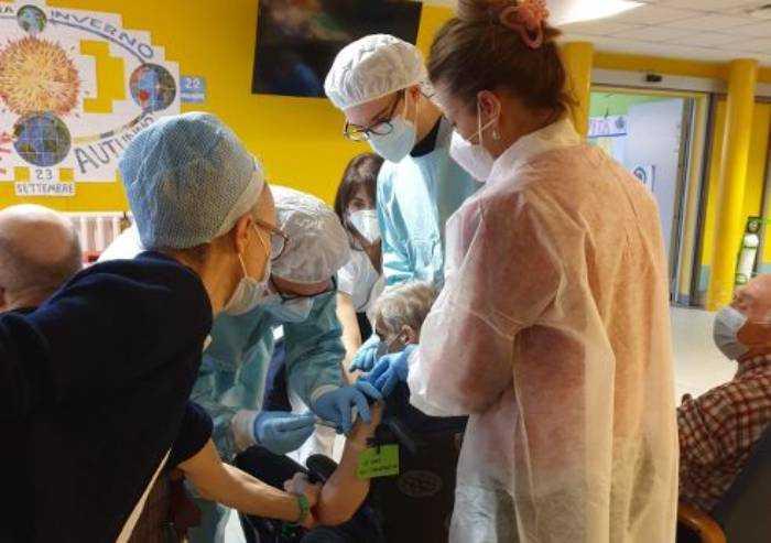 Cra Formigine, operatrice sanitaria colta da malore dopo vaccinazione