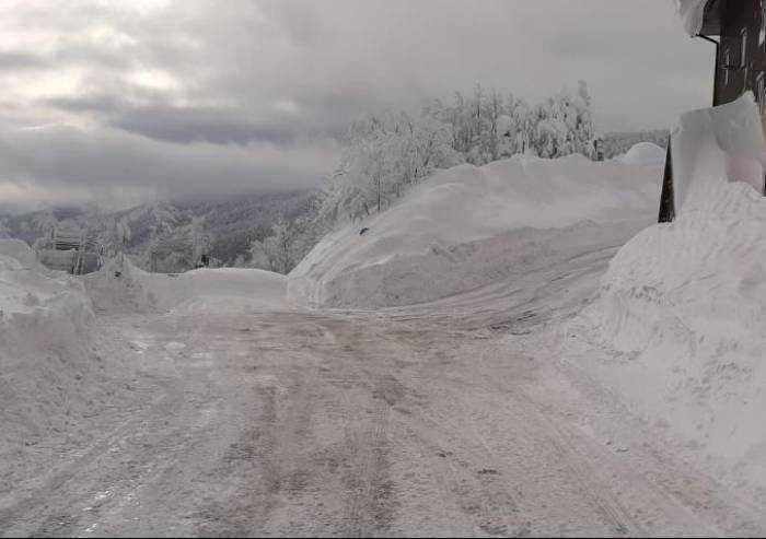 Neve, chiuso il tratto toscano del Passo delle Radici