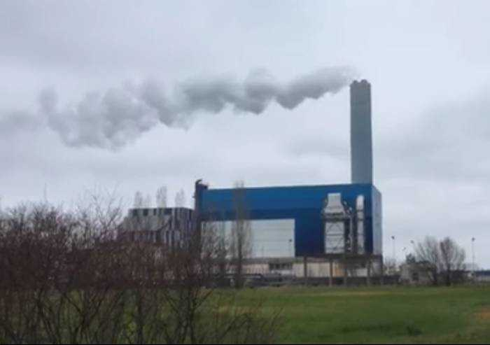 E mentre si pensa al Covid, l'inceneritore continua a bruciare rifiuti