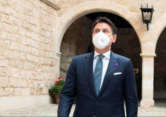 Covid, Conte: 'Sta arrivando un'impennata di contagi, altri sacrifici'