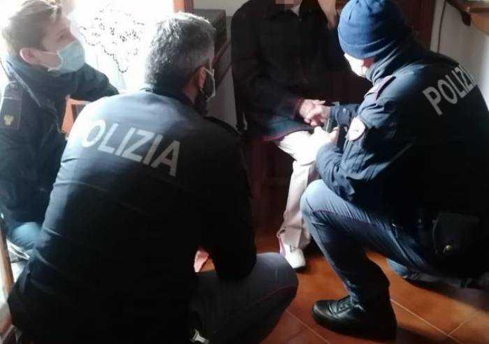 Modena, anziana tenta il suicidio: salvata dalla polizia