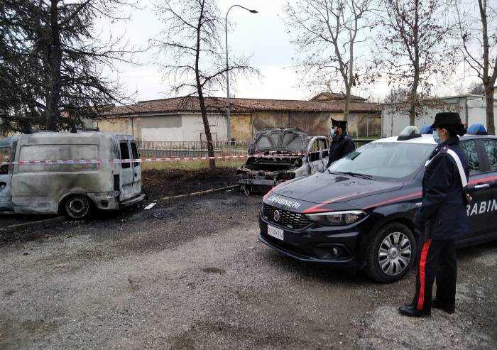 Castelfranco, incendiate auto di un artigiano parcheggiate in cortile