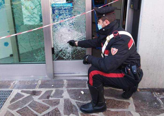 Modena, ladro spacca vetrina e si taglia: arrestato tunisino