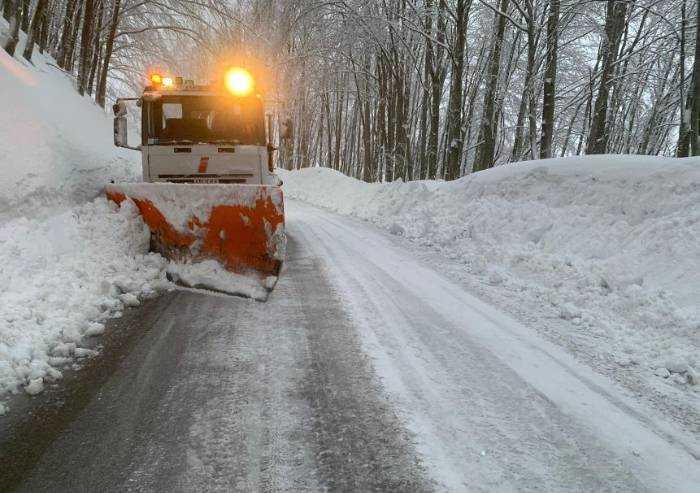 Ancora neve in Appennino, 40 centimetri a Passo delle Radici