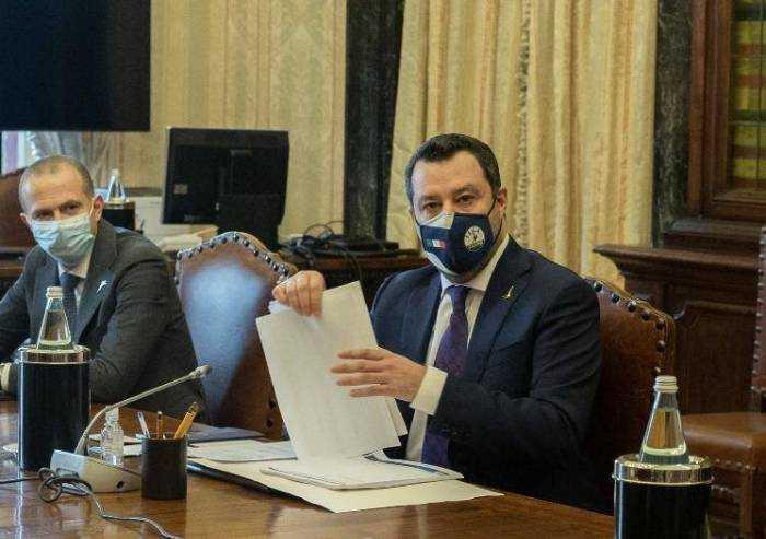 La mossa del cavallo di Salvini manda in crisi il Pd