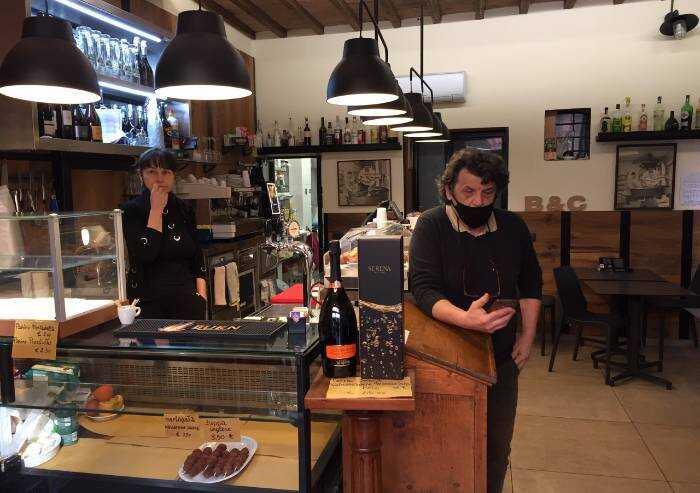 Modena, furto al bar: nel video il ladro che entra.. con le chiavi