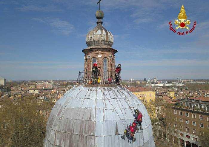 Modena, chiesa del Voto: dalla cupola si staccano pannelli copertura