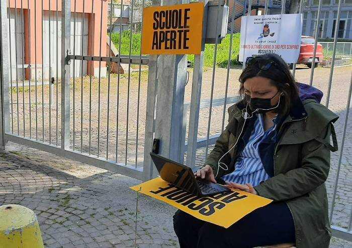 'Le scuole vanno aperte tutte, venerdì si torna in piazza'
