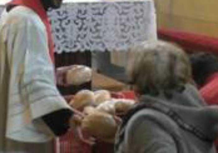 Venerdì santo, a Gaiato processione e consegna del pane benedetto