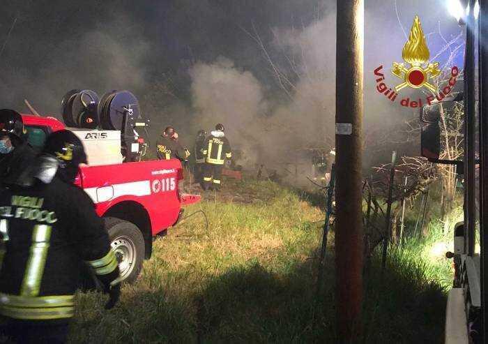 Concordia, devastante incendio a deposito di legname
