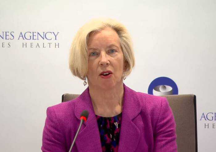 Ema: 'Astrazeneca, possibili effetti collaterali ma benefici superiori a rischi'