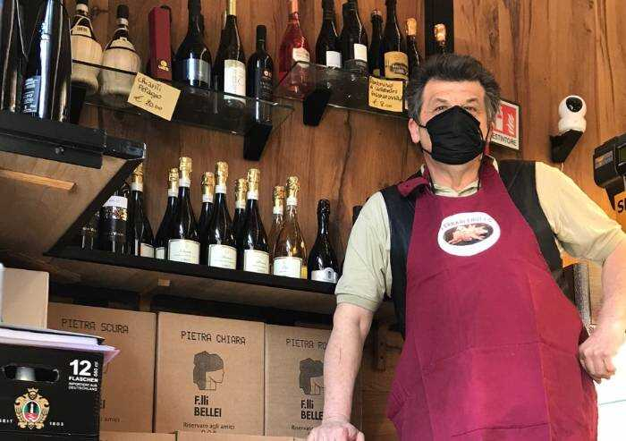 'Modena, 5 giorni di chiusura e 400 euro per un caffè a una anziana'