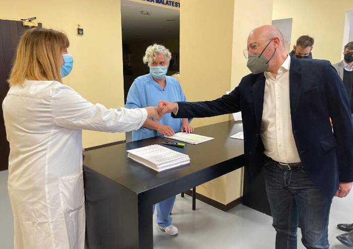 'Caro Bonaccini, da farmacista dico che l'obbligo vaccinale è ricattatorio'