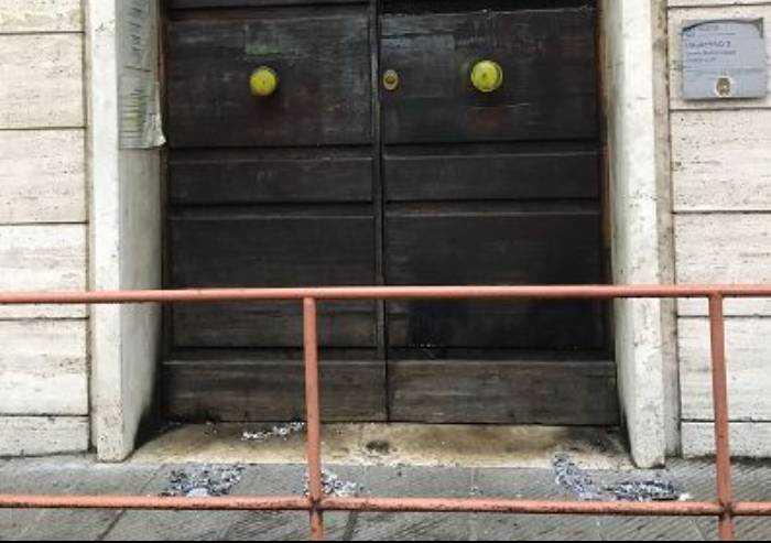 Modena, atti vandalici alle sedi comunali e Inps