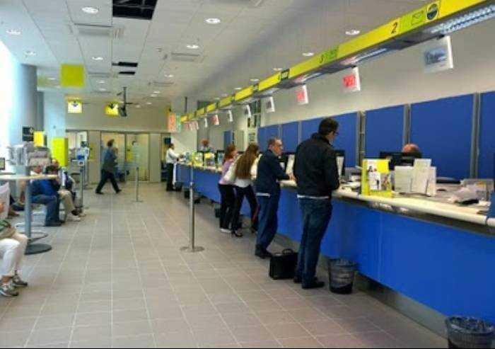 Poste Italiane assume ma non a Modena: in calo addetti agli sportelli