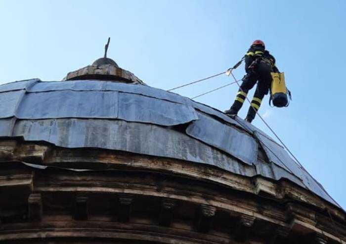 Modena, ancora lastre pericolanti sulla cupola della chiesa del Voto