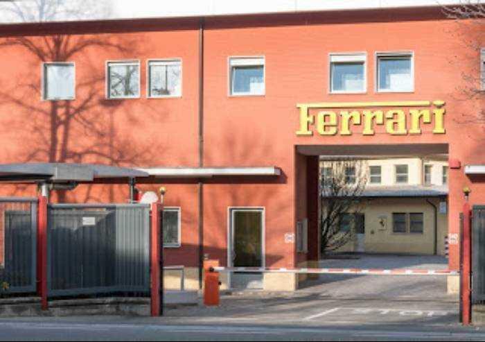 Ferrari affonda in Borsa: -8%, in fumo in un giorno 14 euro per azione