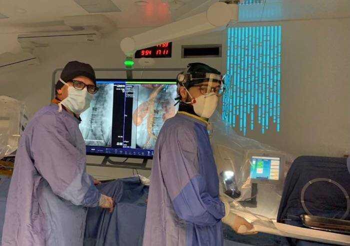 Chirurgia endovascolare arco dell'aorta: intervento internazionale
